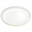art de la table, service de table complet en porcelaine blanche, vaisselle galon or, plat ovale en porcelaine