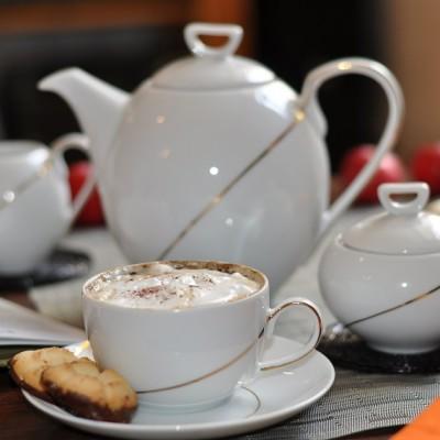 services de vaisselle en porcelaine blanche galons or tasse assiette. Black Bedroom Furniture Sets. Home Design Ideas